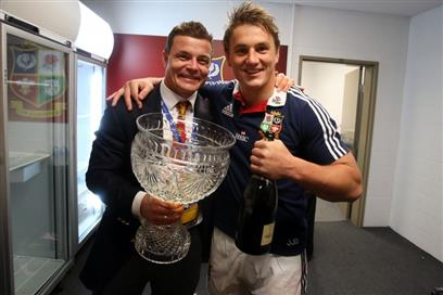 brian-odriscoll-and-jonathan-davies-celebrate-with-the-trophy-672013-752x501 (PSP)