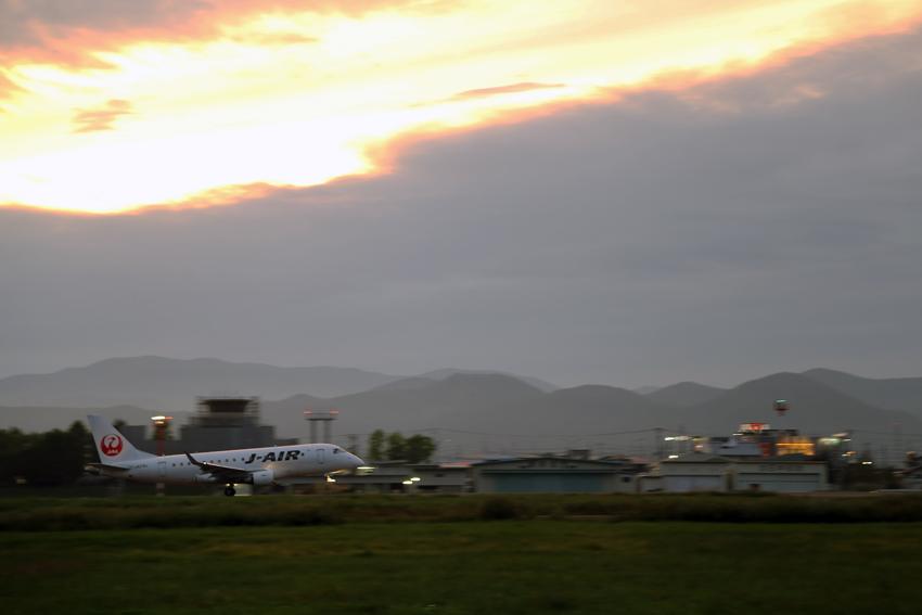 20160918花巻空港から夕焼けの離陸