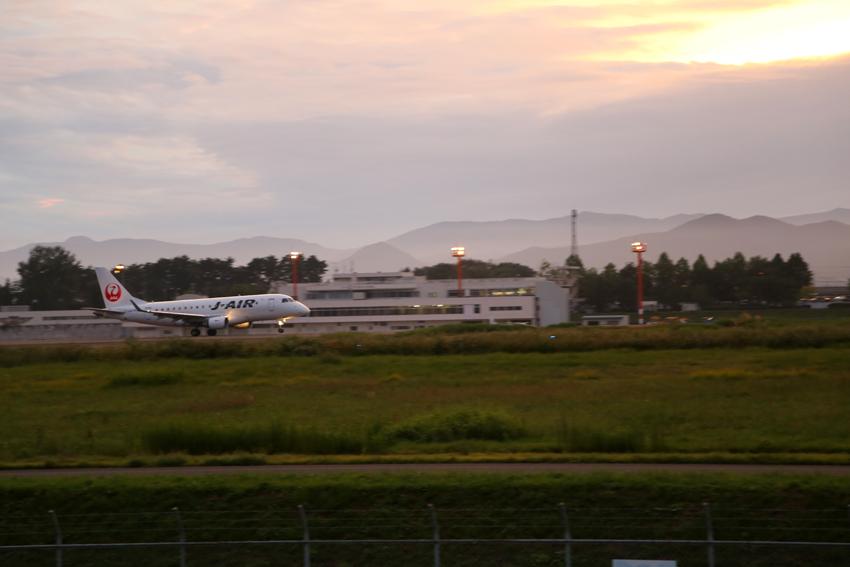20160918花巻空港から夕焼けの離陸2