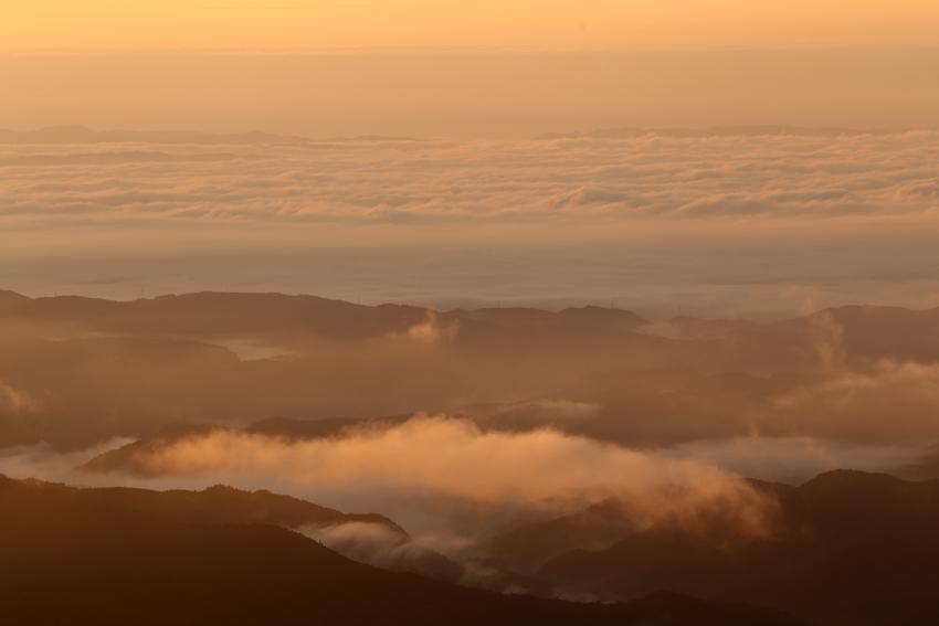 20160924いわかがみ平からの雲海照光