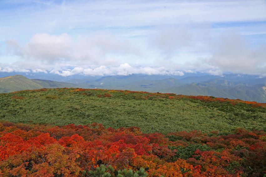 20160924栗駒山山頂の紅葉4