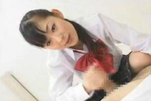 色白の美人の手コキ無料ハメ撮り動画。 色白美人の優等生が先生を手コキでイかす