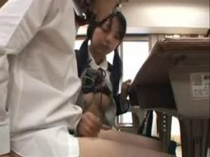 【無料エロギャル動画】 大人しい同級生がいきなりチ○コをいじってきました・・