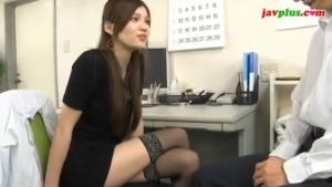 女医の無料エロハメ撮り動画。 変態女医のお口の治療にされるがままの患者・・