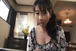セレブの熟女の無料ハメ撮り動画。 昼下がりのセレブ熟女の秘密
