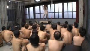 素人の無料syukan動画。 精子を大量に溜めてきた素人達相手に全力でアソコで受け止める痴女
