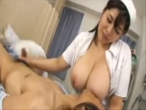 爆乳のナースのM男無料hamedori動画。 巨乳ナースの爆乳をちゅぱちゅぱしながらイキ果てるM男