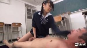 【有村千佳】 制服ギャルがおっさんをビンタ手コキ!