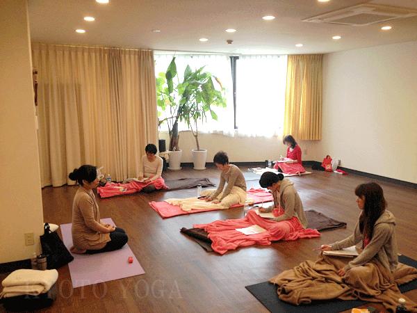 アシュタンガヨガ基礎集中トレーニング(36時間)の様子01 京都ヨガ・IYC京都