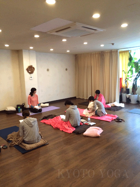 アシュタンガヨガ基礎集中トレーニング(36時間)の様子03 京都ヨガ・IYC京都