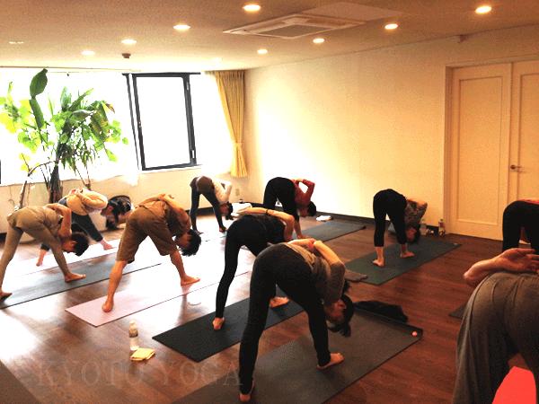 アシュタンガヨガ基礎集中トレーニング(36時間)の様子04 京都ヨガ・IYC京都