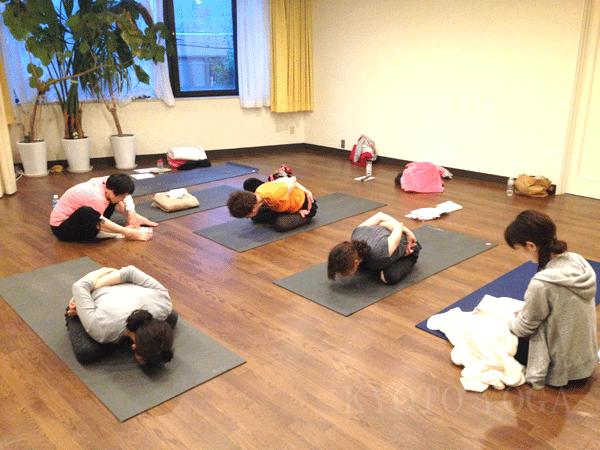 アシュタンガヨガ基礎集中トレーニング(36時間)の様子05 京都ヨガ・IYC京都