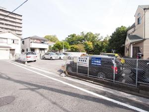 道駐車場(いづみ商会)