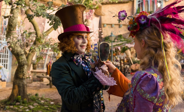 Alice_Through_The_Looking_Glass-Mia_Wasikowska-Johnny_Depp.jpg