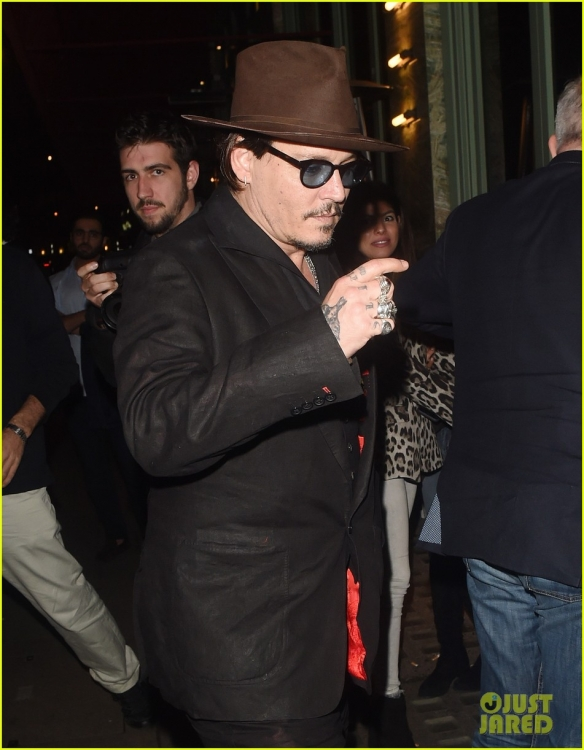 johnny-depp-sexy-fish-dinner-london-25.jpg