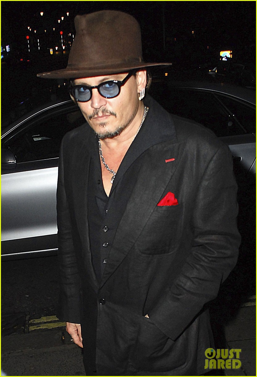 johnny-depp-sexy-fish-dinner-london-35.jpg
