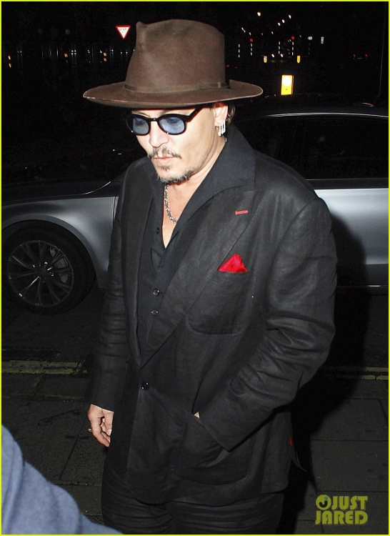 johnny-depp-sexy-fish-dinner-london-37.jpg