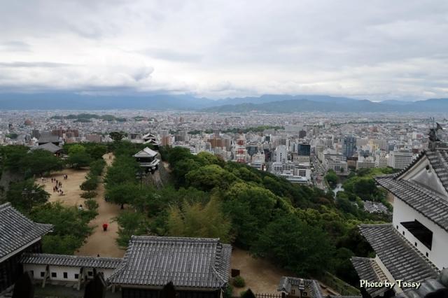 天守閣から見た本丸広場