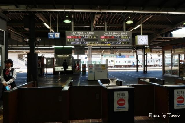 松山駅改札口