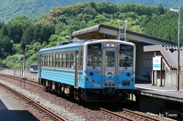 内子駅ホームバイキンマン