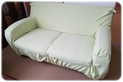 片付け後のソファ