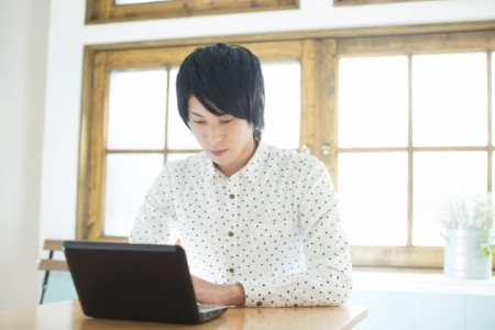 男子学生パソコン