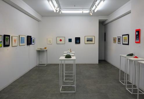 いま戦争の兆しに心いたむ美術家たちから語りかけ:応える作品展1F会場風景