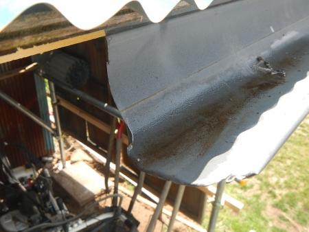差し掛け屋根置き場 (1)