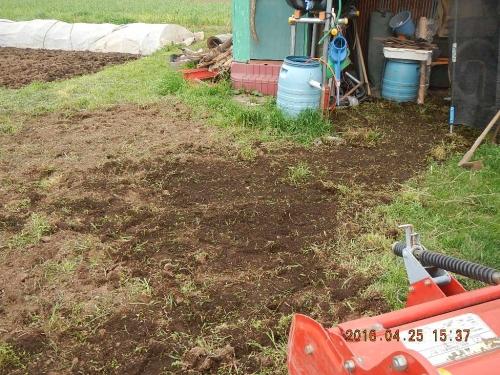 農機置き場の整地作業 (5)