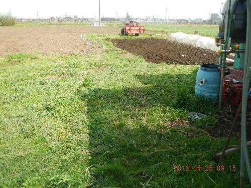 農機置き場の整地作業 (1)