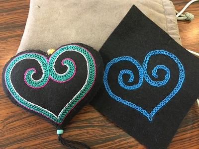 20160727 ウィルタ刺繍体験講習会 サンプルと比較