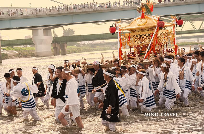 住𠮷大社 住吉祭 大和川を渡る神輿