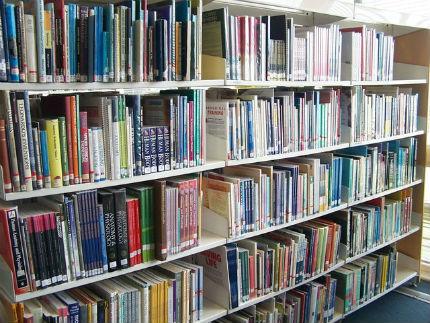 http://blog-imgs-94.fc2.com/k/o/s/kosstyle/library-books-1442528-640x480.jpg