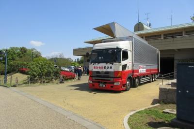 支援のトラック
