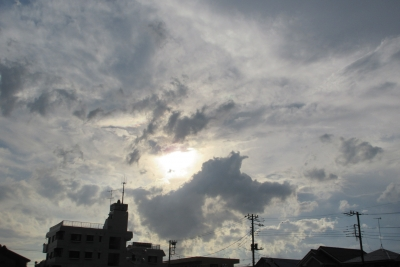 雨上がりの空、雲間から陽の光