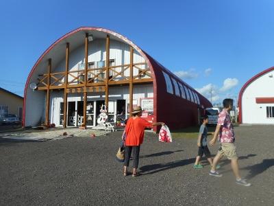 にぎわう酪農体験牧場
