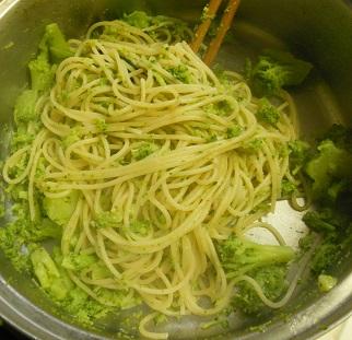 ブロッコリーとじゃことのりたまのスパゲッティー4