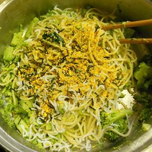 ブロッコリーとじゃことのりたまのスパゲッティー6