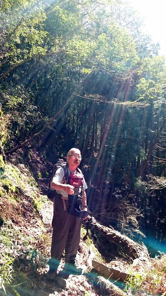 明神の滝へのトレッキングの光(井崎)