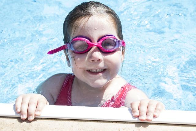 女の子プール