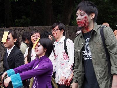 zombie-walking14.jpg