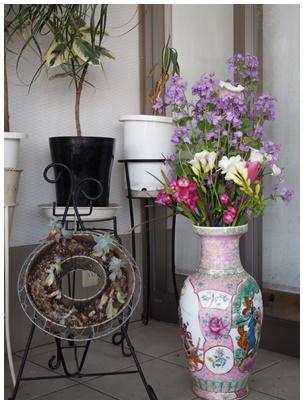 北堀さん玄関の花2
