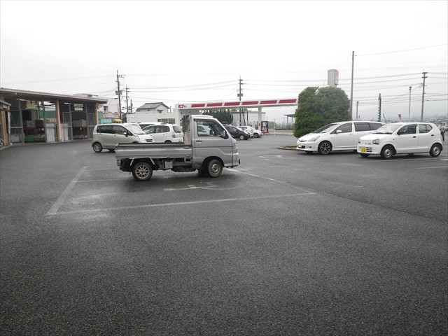 軽トラックは何故そこに?