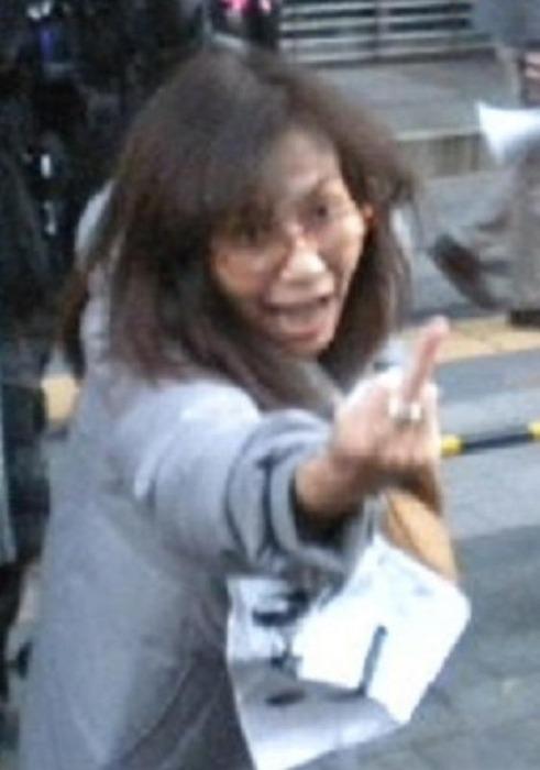 香山リカの中指