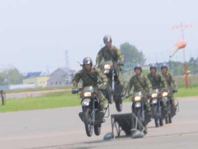 バイク部隊の走行