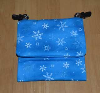 雪の結晶柄の移動ポケット