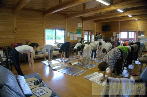 2016年6月グリーフケア鍼灸 福島 体操風景