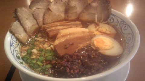 デラックスタンタン麺(紅虎餃子房)