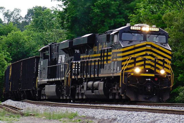May1116 NorfolkSouthern8100NikelPlateRoad3