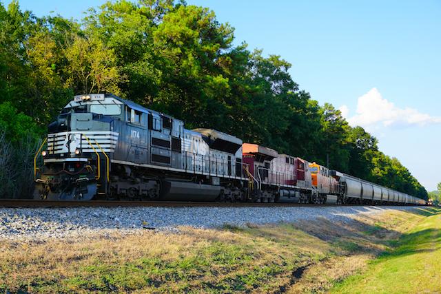 Sep2316 NS CP BNSF train Irondale1